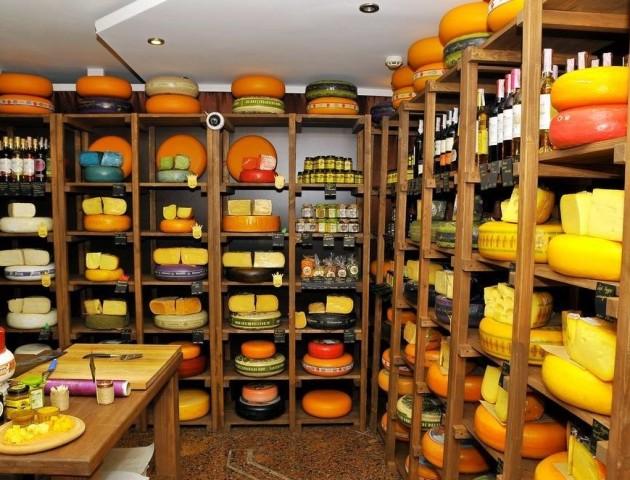 У Луцьку закривається магазин елітних сирів