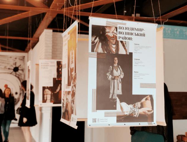 У Луцьку презентували виставку столітнього одягу волинян. ФОТО
