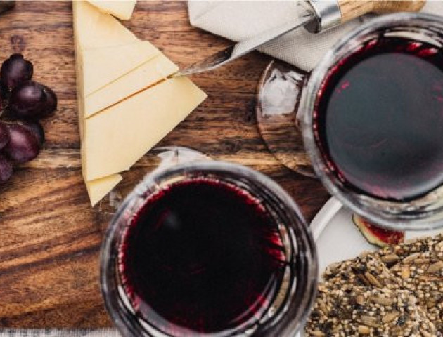 Вчені розповіли, як вино допомагає схуднути